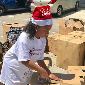 South Auckland Volunteers Pack 3000 Gift Boxes for Kids