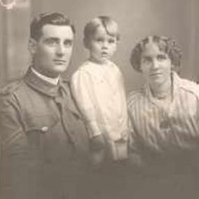Henry Lee-Thomas, ANZAC, his wife, Ruby and two-year old son, Maurice