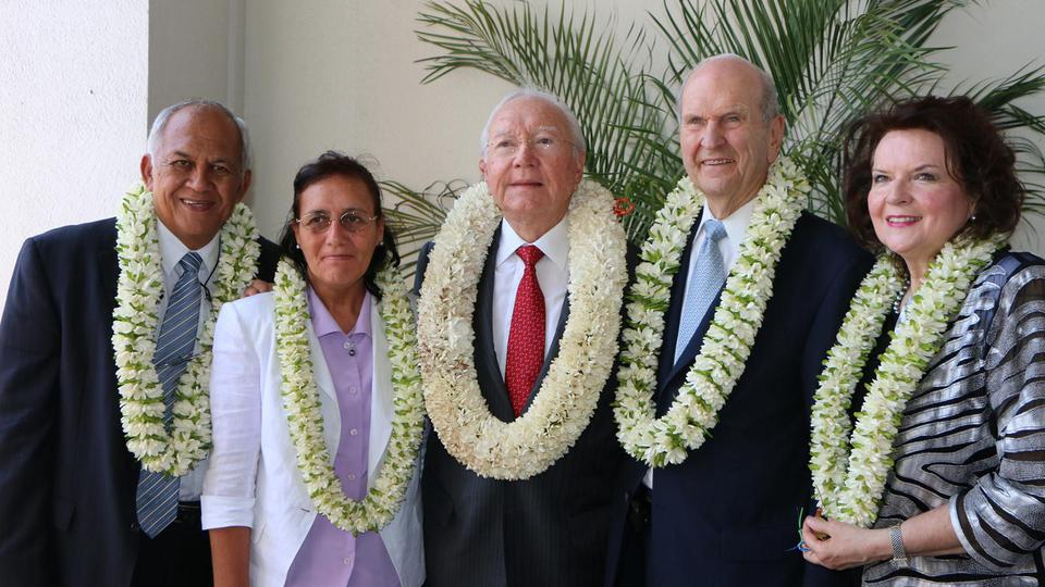 Elder Russell M. Nelson with French Polynesian President Gaston Flosse