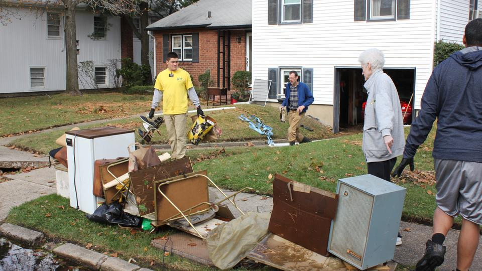 Missionaries help with Sandy cleanup