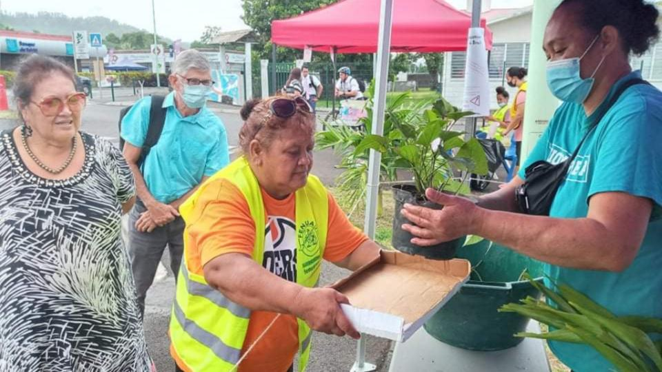 The-joy-on-the-faces-of-those-receiving-free-vegetable-seedlings-was-inspiring-for-the-volunteers-in-Temarua,-Taharuu-and-Mahaitaea.-French-Polynesia,-March-2021